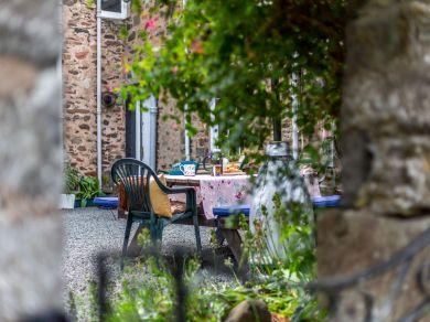 Lauder Courtyard Cottage (83459)