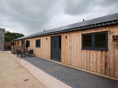 Coomb Bank Farm Barn 2 (83914)