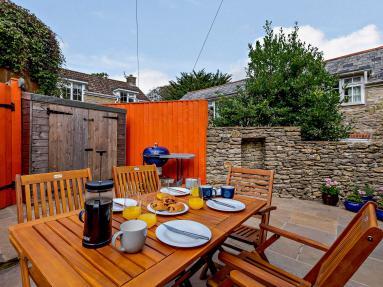 Drood Cottage (85255)