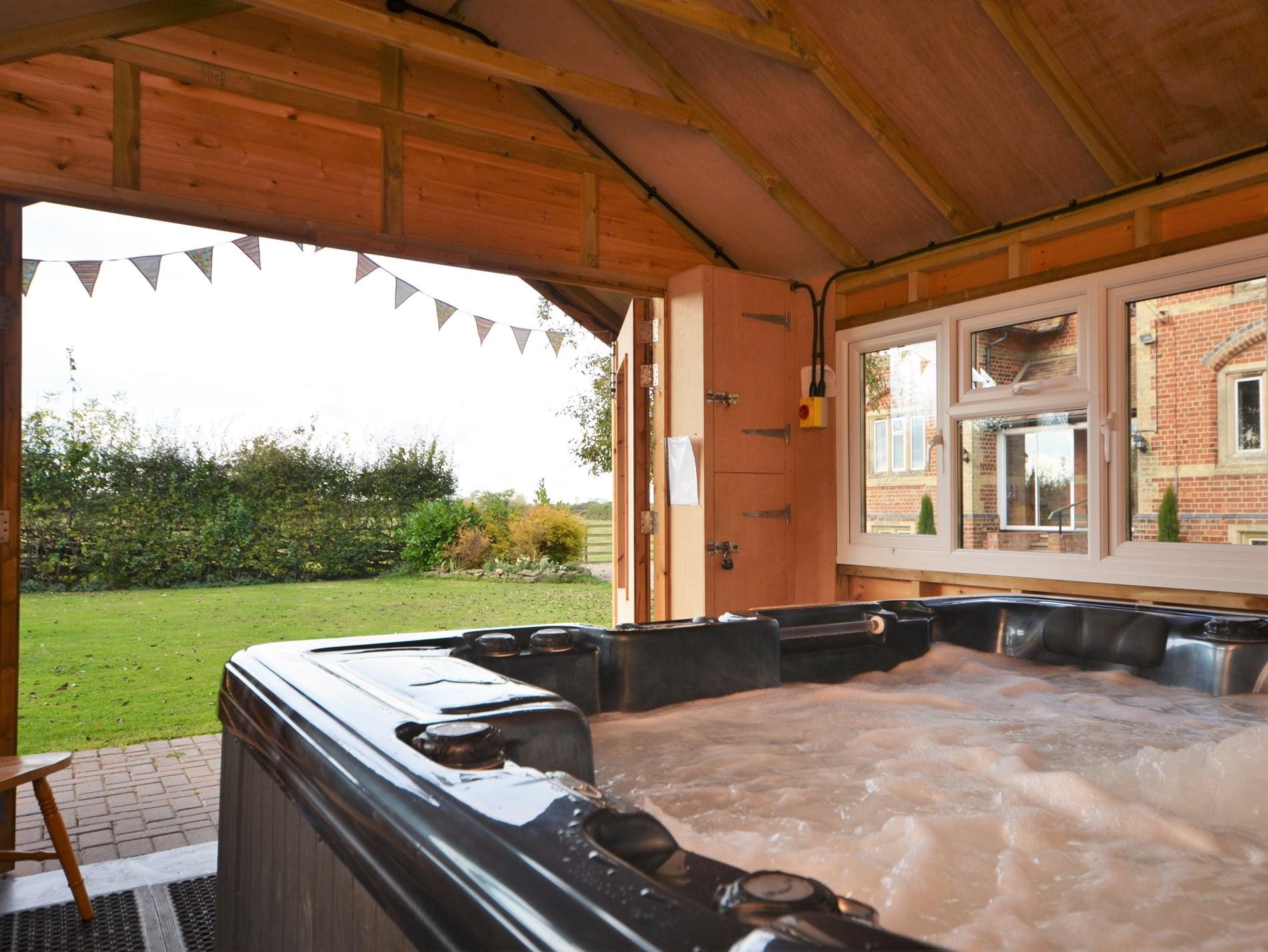 Luxurious hot tub