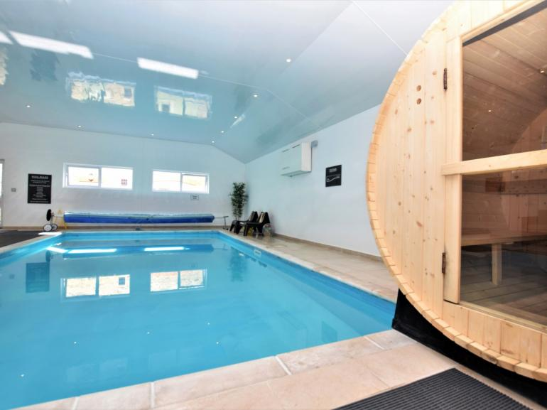 Shared indoor heated swimming pool, with hot tub and Sauna