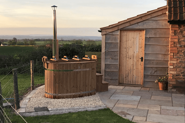 The top 10 romantic cottages with hot tubs