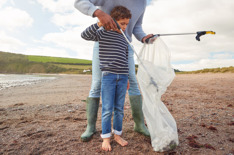 Top tips for reducing litter on holiday