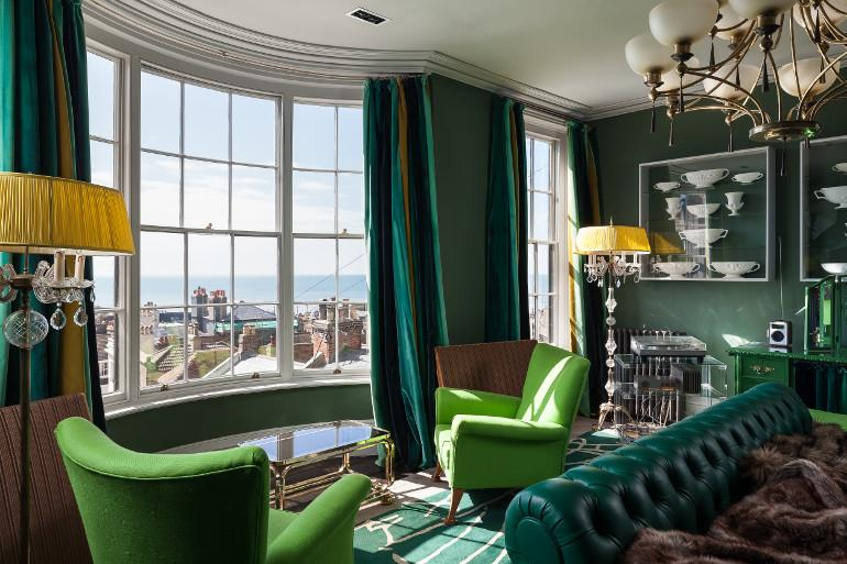 Holiday in a house by the sea in Sussex