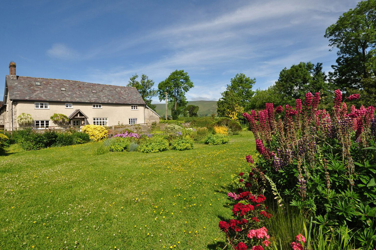 Cottages with beautiful gardens
