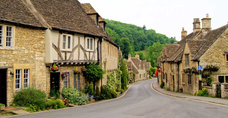 9 olde worlde Cotswolds cottages you must try