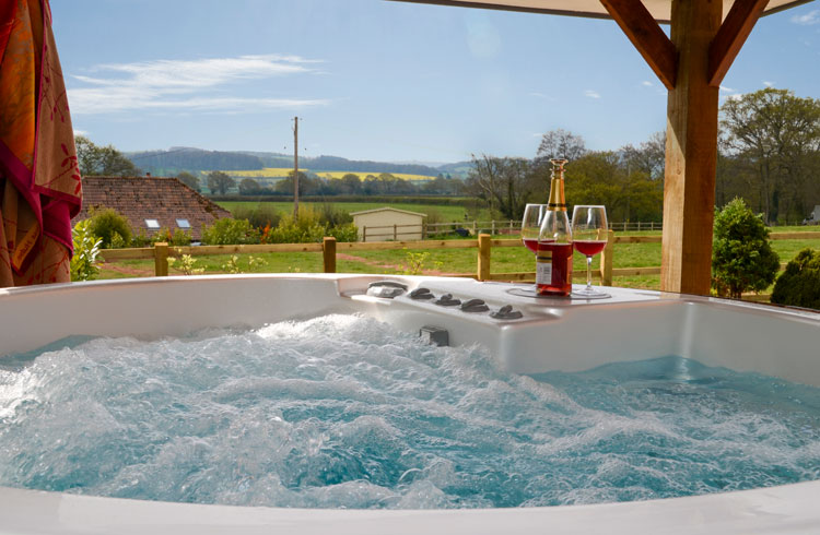 Cottages with hot tubs