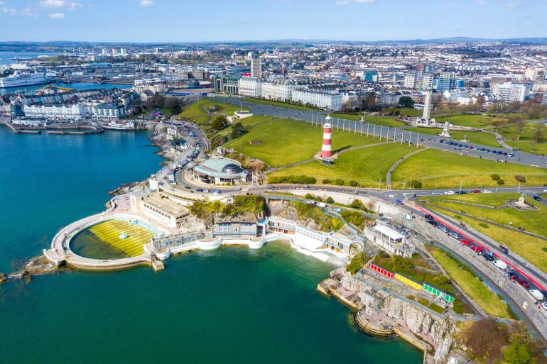 Plymouth Hoe, outdoor pool and lighthouse