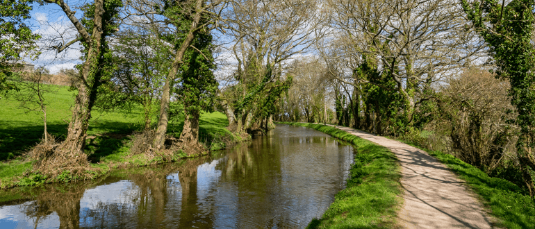 Brecon Canal from Crickhowell to Llangynidr