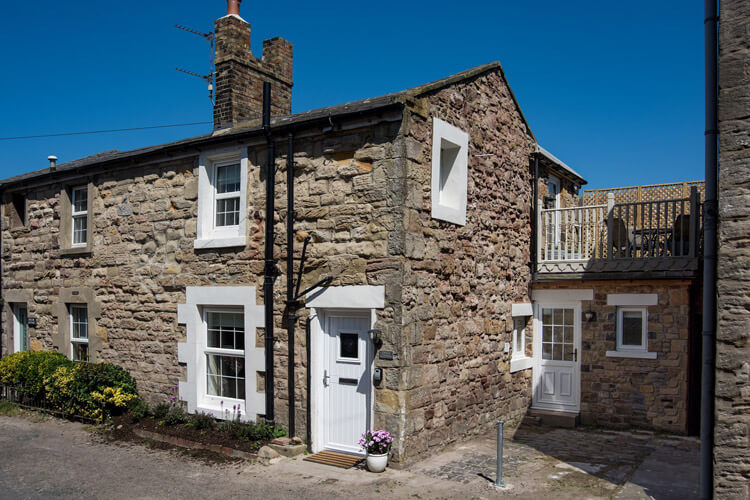 Grace Cottage - dog-friendly holiday cottage in Seahouses