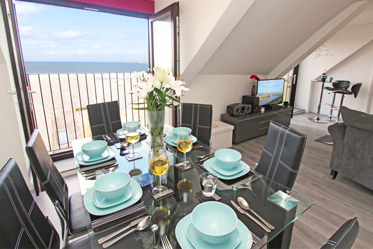 Salty Kisses Cottage - dog-friendly holiday cottage in Seahouses