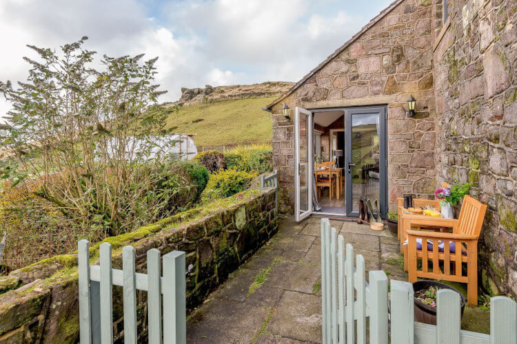 The Retreat, Flash, dog-friendly cottages in the Peak District