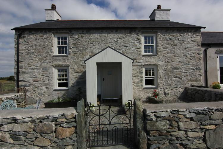 Cae-Mawr dog-friendly cottage in Cemaes, North Wales