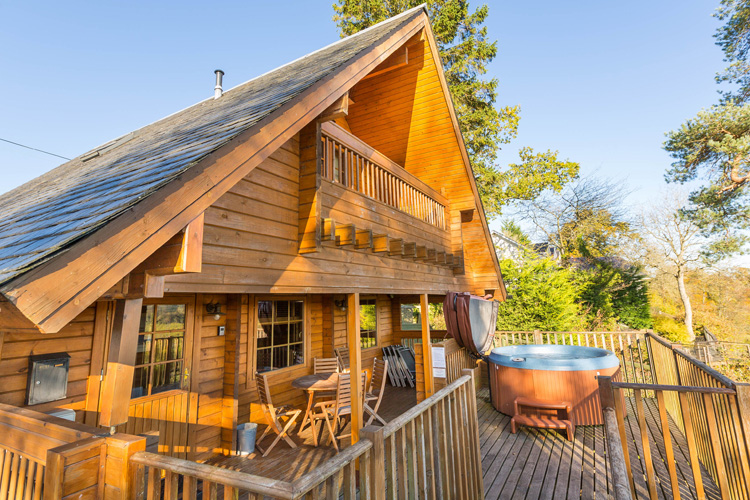 Dog-friendly lodges with hot tubs
