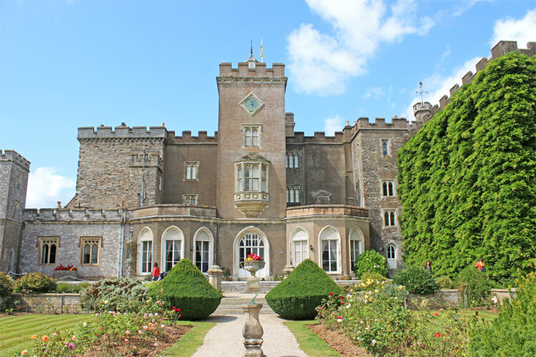 Dog-friendly castles with no restrictions
