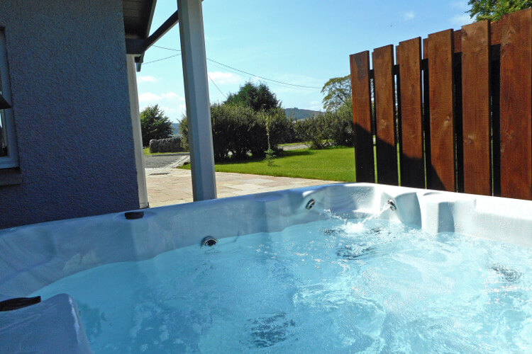 Hot tub at Rose Cottage and Chauffeurs Cottage
