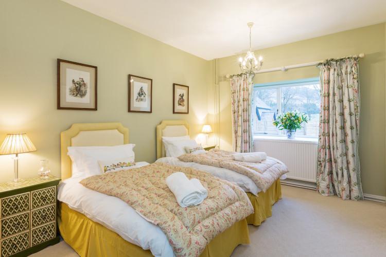 farr house twin bedroom
