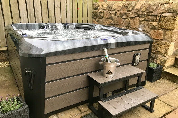 Cragside Townhouse hot tub