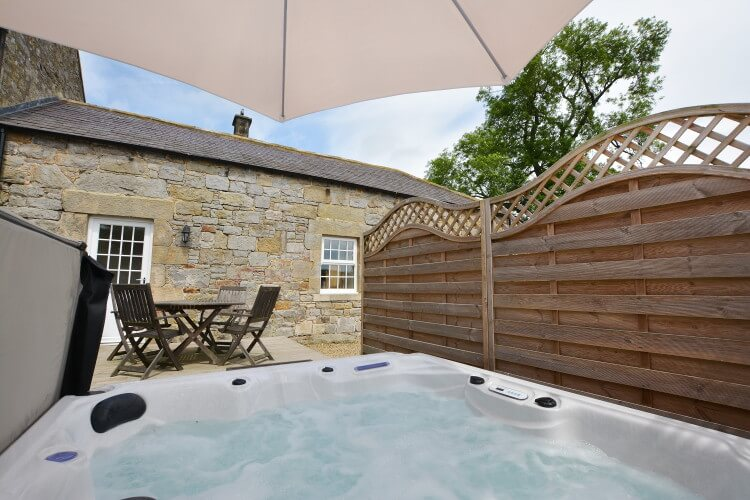 Rochester House Barn hot tub