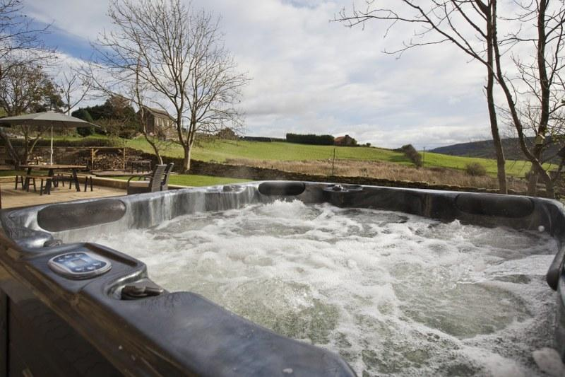 Holiday cottage with a hot tub