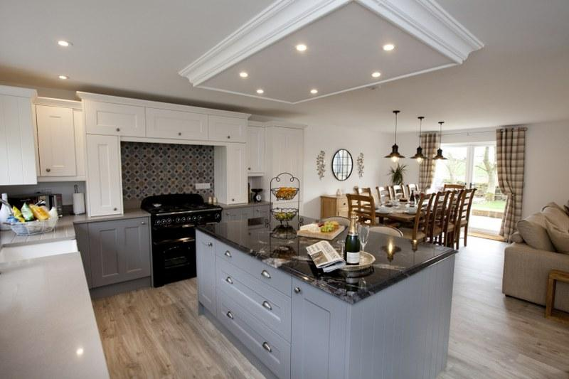 Gather your friends in a large holiday cottage