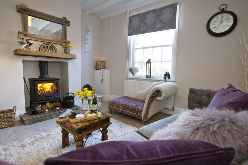 Little Pearl is a romantic holiday cottage in Robin Hoods Bay