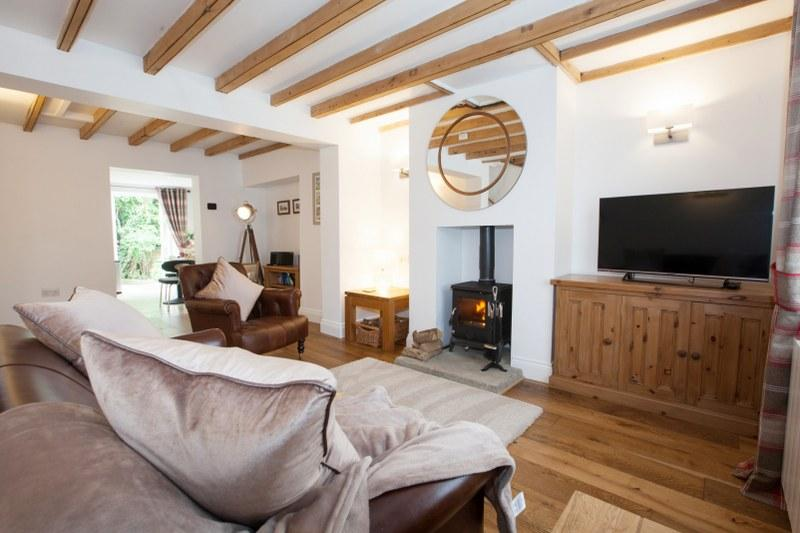 Romantic holiday cottage with a hot tub