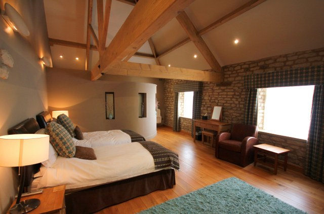 Large en suite bedroom in The Hay Barn