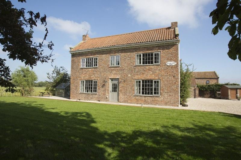 Welcome to the handsome Acorn Barn, a large luxury farmhouse near York just perfect for family get togethers.