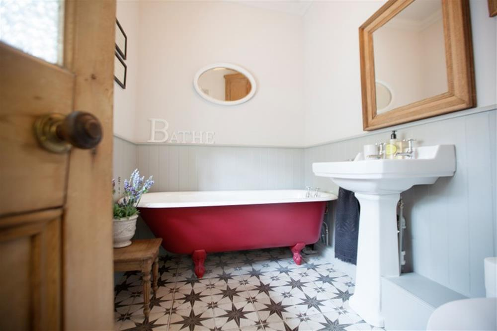 Discover the stunning house bathroom.