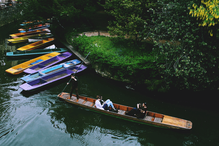 Pass the time punting in Oxford