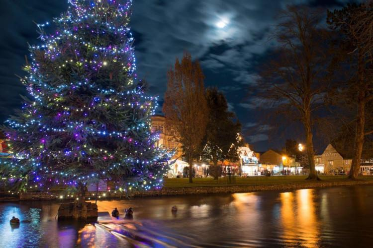 Bourton-on-the-Water Christmas Lights Switch-on