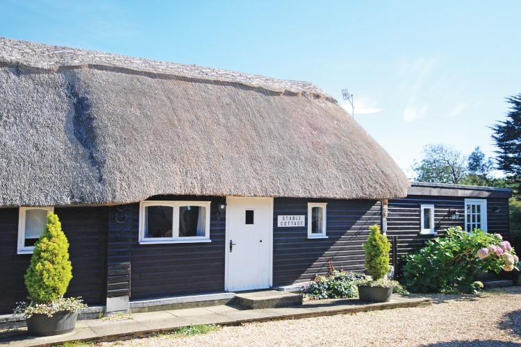 Stable Cottage - Brightstone