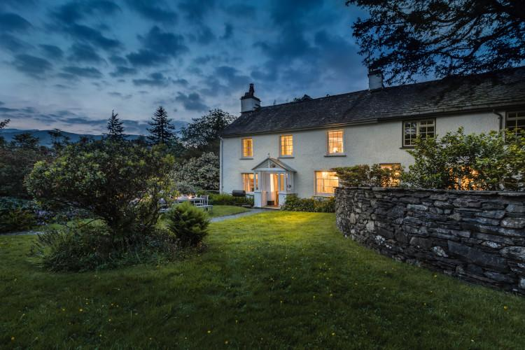 Large lake district holiday cottage