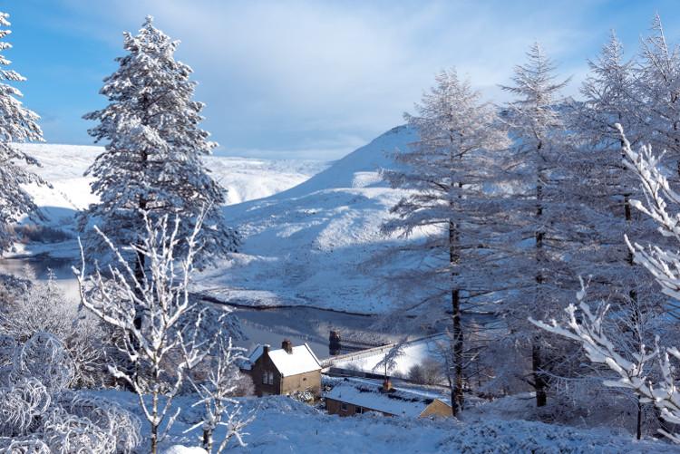 peak district winter scene