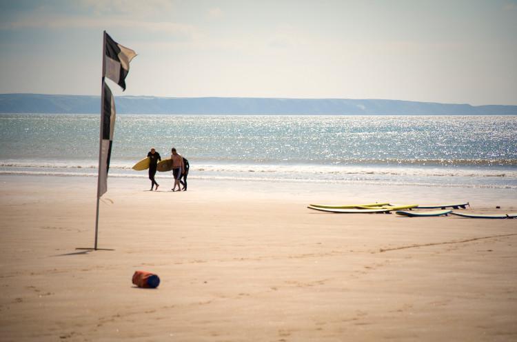 croyde beach surfers