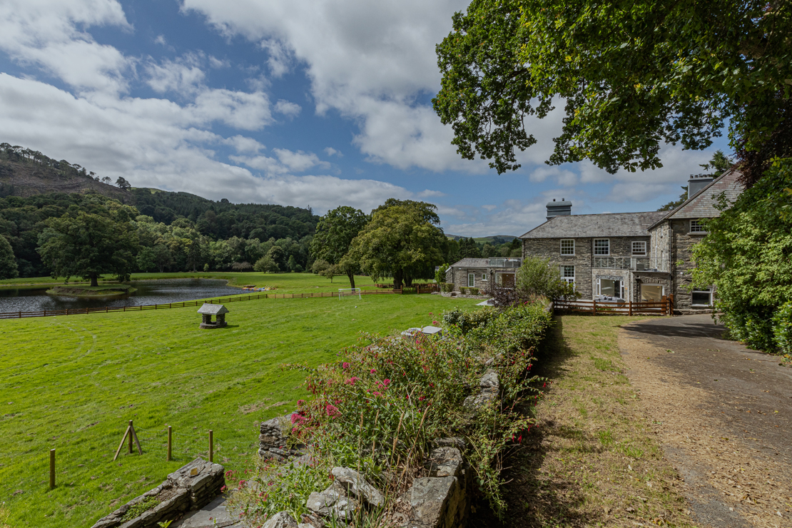 5 of our favourite large houses to rent in Wales