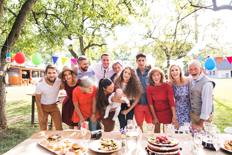 How to start planning a family reunion