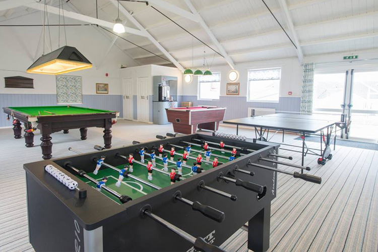 10 fabulous big cottages with a games room
