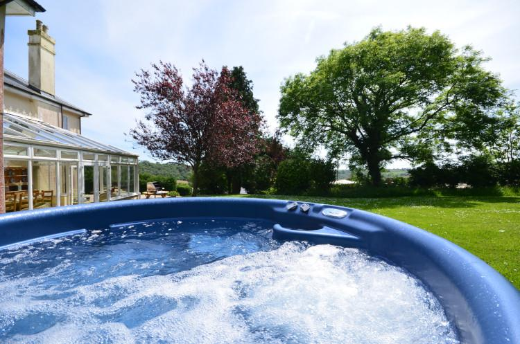 Sea Valley Regent House hot tub Cornwall