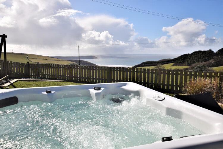 Hawthorne House hot tub