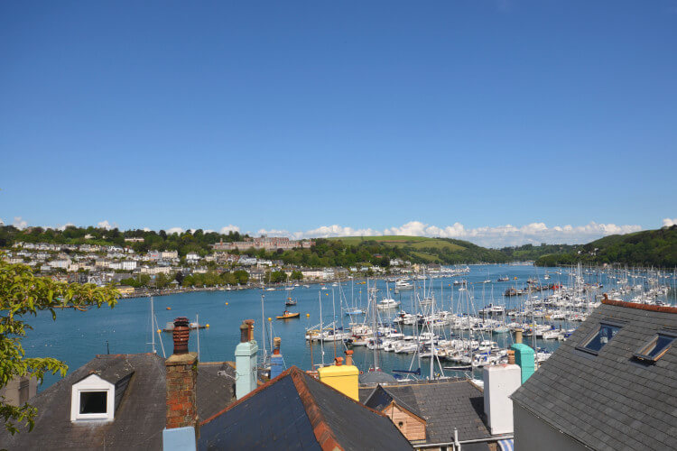 Stay in the harbour setting of Milbur Cottage and enjoy a sunny break in South Devon