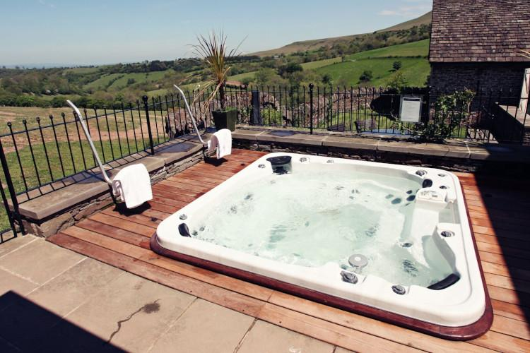 Hot tub breaks in Wales